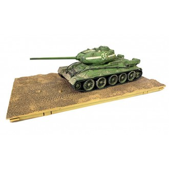 Forces of Valor Soviet T-34/85 Medium Tank Berlin 1945 55th Guards Tank Brigade 7th Guards Tank Corps 1/32 Scale 801013A