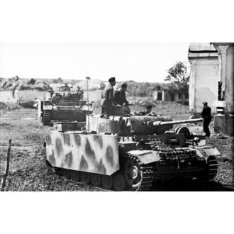 Dragon Armor Panzer 3 Pz.Kpfw.III Ausf.M w/Schurzen 4./Pz.Rgt.15 11.Pz.Div. Kursk 1943 1/72 Scale 60663