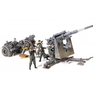 Forces of Valor German Anti-Tank Artillery Gun Krupp Flak 36 with 5 Figures Stalingrad 1943 1/32 Scale 801008A