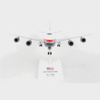 Skymarks Air Force One Boeing 747-8i VC-25B 1:200 Scale SKR1076
